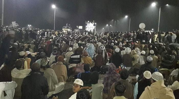 Faizabad sit-in continues, deadline ends