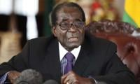 Mugabe to meet army chiefs Sunday: state TV