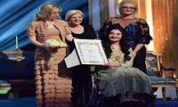 Muniba Mazari receives international award for humanitarian efforts