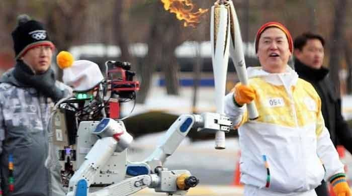 Robot relays Pyeongchang Winter Olympics torch