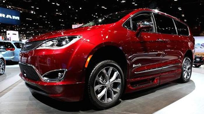 Fiat Chrysler recalls 162,000 minivans over glitch