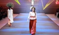 Beijing's fashion show features Silk Road inspired couture