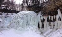 Canada's waterfalls freeze as mercury drops further