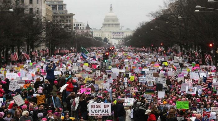 Tens of thousands take to US streets for Women´s March