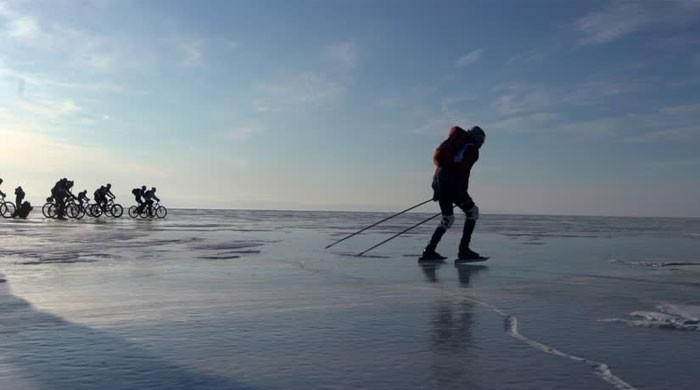 Athletes join Russia's frozen lake 200-km race