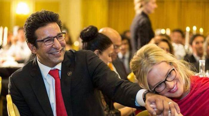 Wasim Akram's hilarious response to wife's tweet about Pakistan's ranking in UN happiness report