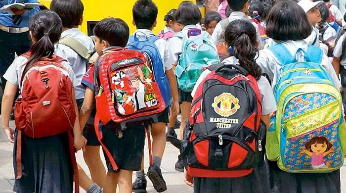 Karachi doctor warns of severe pain in children carrying heavy school bags