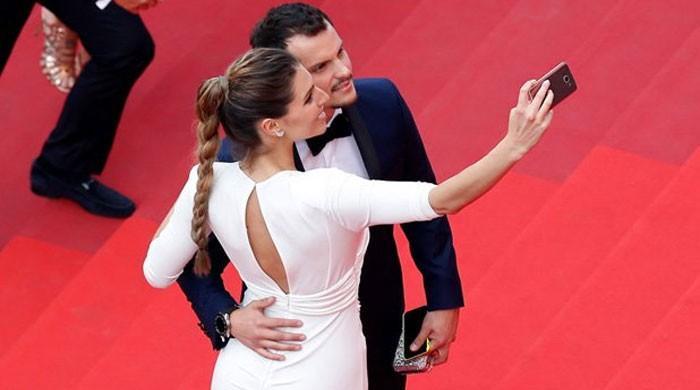 在戛纳电影节的红地毯上禁止拍摄自拍照