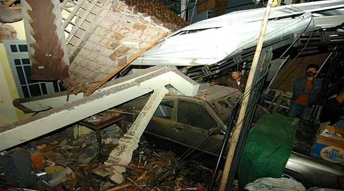 印度尼西亚事故造成11人死亡,因为卡车撞入房屋