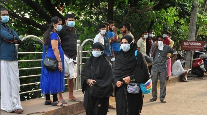 10 die in India outbreak of brain-damaging virus