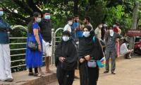 10 die in India outbreak of brain-damaging virus