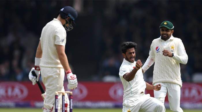 板球:英格兰队72-3对阵巴基斯坦