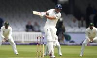 Border hails ´amazing´ Cook as he equals his record