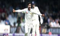 England in sight of innings defeat against Pakistan