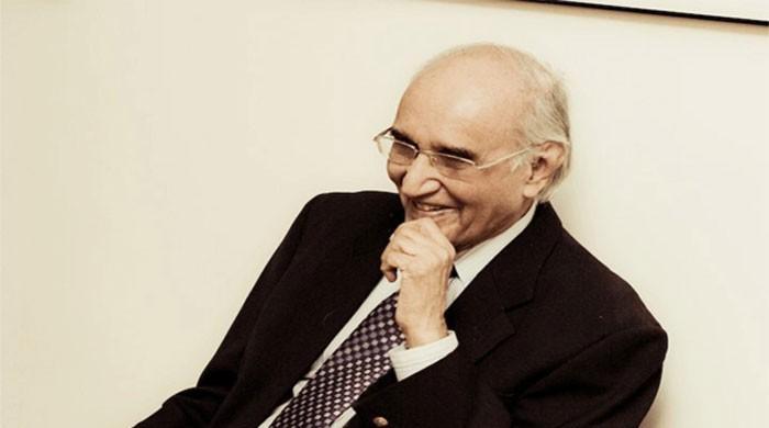 Social media mourns demise of Mushtaq Ahmad Yusufi
