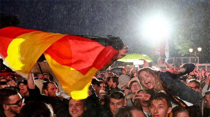 FIFA World Cup 2018: Fans dance in Berlin rain as Germany survive