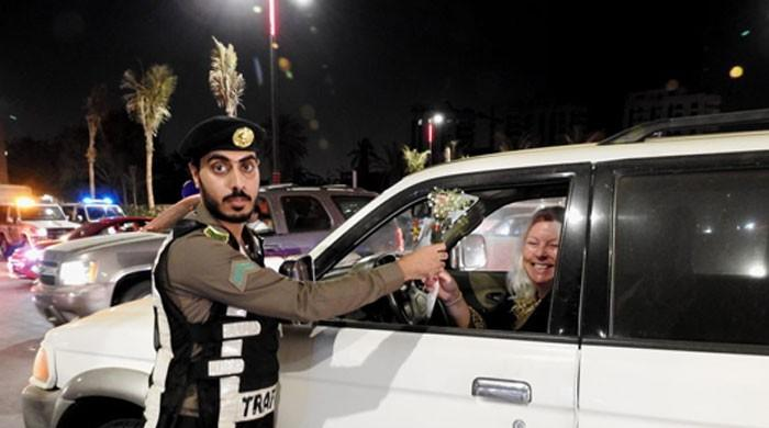 Women drivers greeted with flowers by Saudi traffic police
