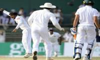 Sri Lanka close in on whitewash of South Africa
