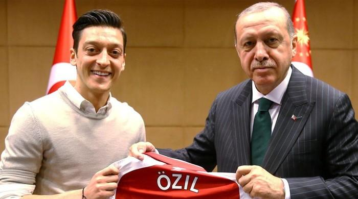 Ozil quits German national side citing racism over Turkish heritage