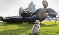 25-foot tall Jeff Goldblum's statue in London amazes all