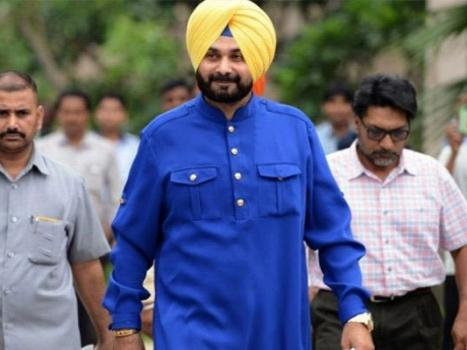 Indian cricketer Sidhu reaches Pakistan