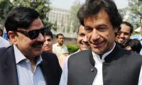 Sheikh Rasheed's inconspicuous presence at PM Imran Khan's oath-taking