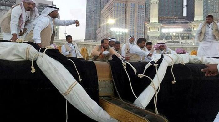 Ghilaf-e-Kaaba changing ceremony begins in Makkah