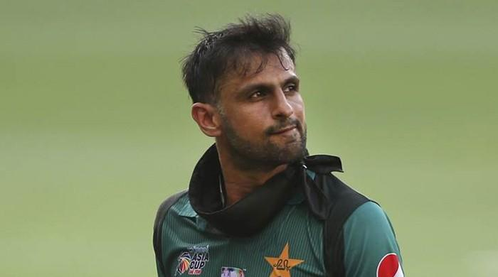 Moment when Shoaib Malik waved at Indian fans calling him 'jeeju'
