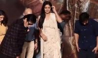 WATCH: Amitabh Bachchan and Aamir Khan on a quest to find Katrina's earring!
