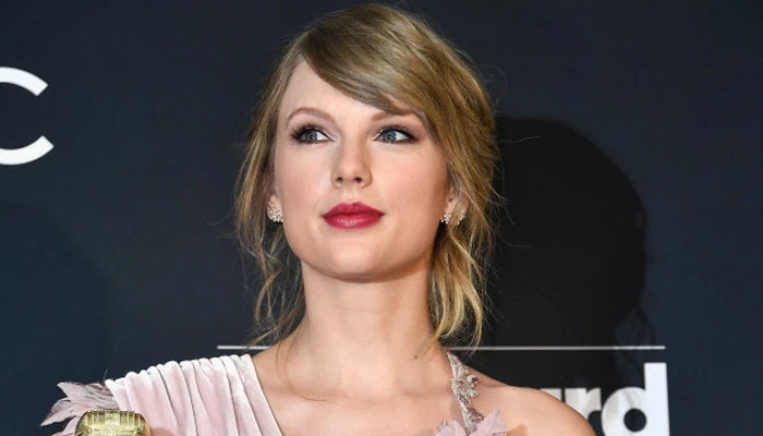 Taylor Swift gets political, endorses Democrats in US ...