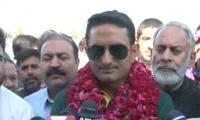 Mohammad Abbas receives hero's welcome on arrival in home city Sialkot