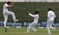 Cricket world praise Pakistan´s ten-wicket Abbas