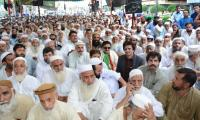 PTI parliamentarians join Port Qasim labourers as they continue protest on 27th day