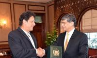 Outgoing DG ISI pays farewell call on PM Imran Khan