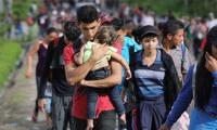 Trump says US to start cutting aid as migrant caravan rolls on