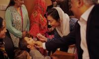 Aseefa Bhutto inoculates children with polio drops