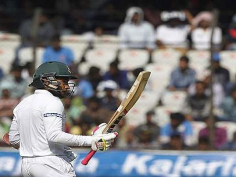 Mushfiqur´s record innings puts Bangladesh on top