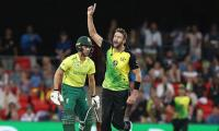 Coulter-Nile, Tye wickets as South Africa score 108
