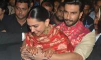 WATCH: Ranveer Singh becomes Deepika's bodyguard at Mumbai airport