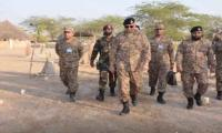 Army Chief Gen Bajwa visits forward troops in Sindh
