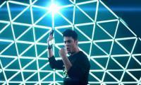 Fawad Khan sings official song of Pakistan Super League 4
