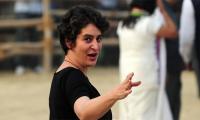 Priyanka Gandhi enters in Indian politics, will Nehru-Gandhi footsteps
