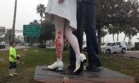 Statue of US sailor kissing nurse vandalized with ´#MeToo´