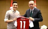 Merkel aide ´sad´ about Ozil´s wedding invite to Erdogan