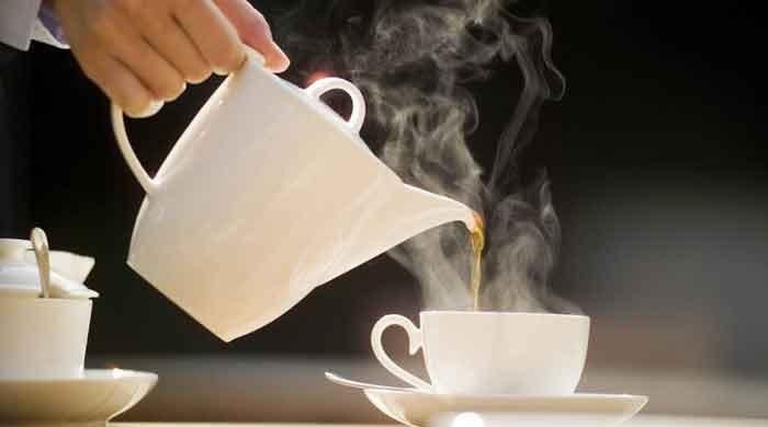 Hot tea doubles risk of cancer: study