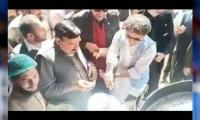 Video: Sheikh Rasheed's <i>Awami</i> style goes viral