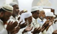 Sri Lanka´s Muslims hold subdued prayers amid tight security