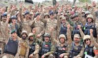 General Bajwa visits troops on forward posts along Pak-Afghan border