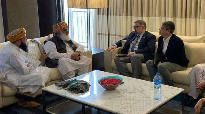 JUI-F, UNAIDS agree to launch joint awareness drive against HIV/Aids outbreak in Larkana