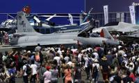PAF JF-17 Thunder gets swarmed by aviation enthusiasts at Paris Air Show